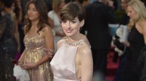 Anne-Hathaway--2013-Oscars-2-jpg